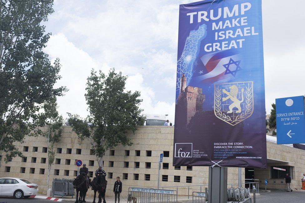 La policía israelí vigila la sede del consulado de Estados Unidos en Jerusalén.