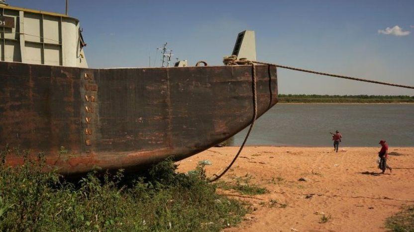 120410756  120353575 8b014d79 b8dd 4a8b 9ed2 7507b34a238d - Las impactantes imágenes de la mayor sequía en 77 años del río Paraná, el segundo más largo de Sudamérica