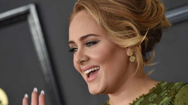 Adele's support for friend's postpartum psychosis recovery