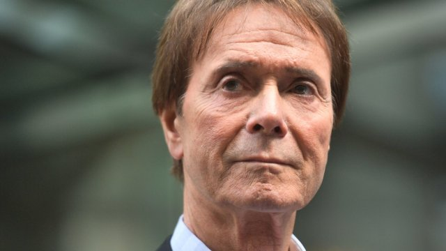Cliff Richard: BBC bosses 'should carry the can'