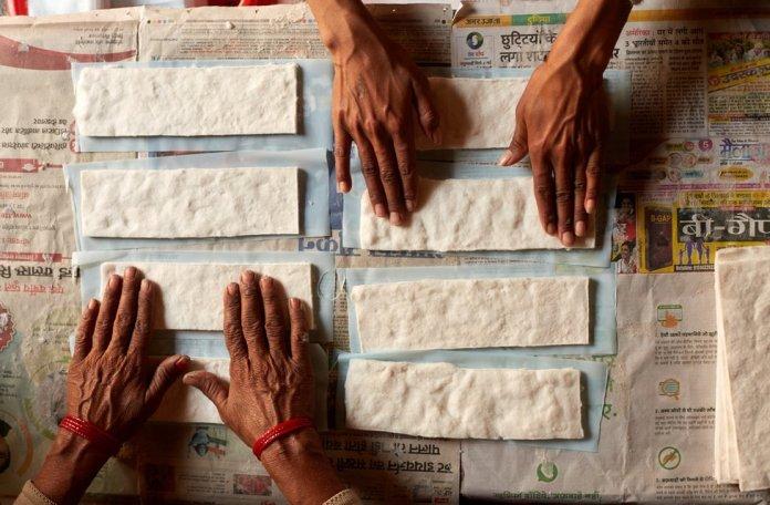 Oscars 2019: The Indian sanitary pad makers' story wins award - BBC News