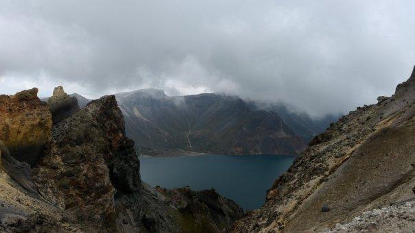 Imagen del lago formado en el monte Paektu.
