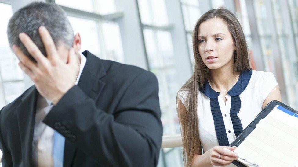 Un ejecutivo preocupado por haber cometido un error