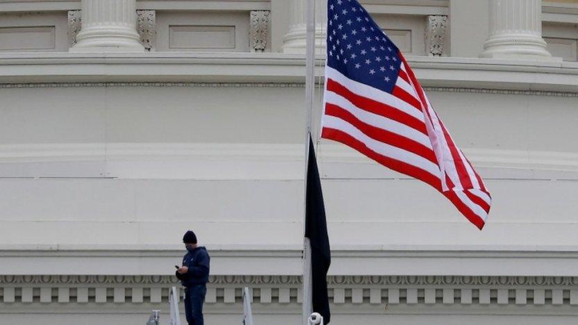 116403028 065110683 1 - Asalto al Capitolio: qué se sabe de la muerte del policía Brian Sicknick en la invasión del Congreso