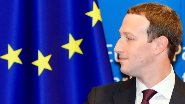 Mark Zuckerberg y bandera europea