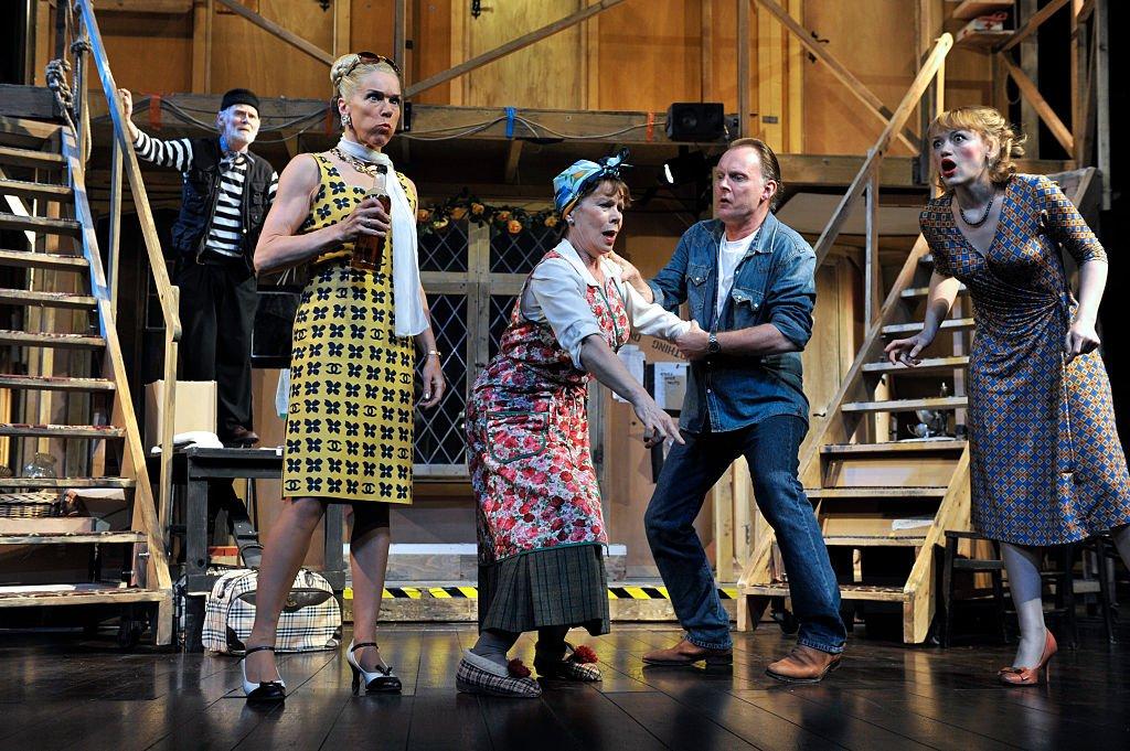 """Escena de """"Noises Off"""" en el teatro Novello, Londres 2009"""