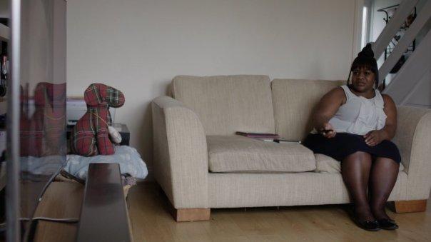 Hope en el sofá.