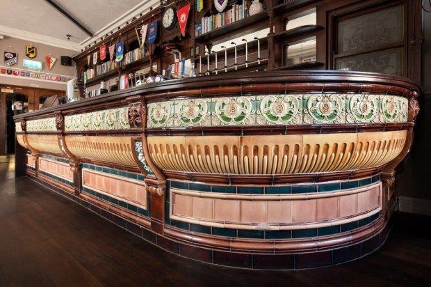 The ceramic bar