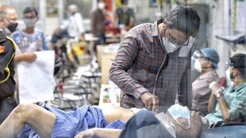 """118121549 2 - """"Dondequiera que mires hay ambulancias y cadáveres"""": cómo la segunda ola de la pandemia de coronavirus está devastando al estado más poblado de India"""