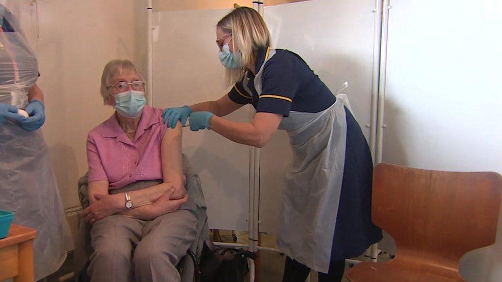 Kathleen Viney getting the vaccine