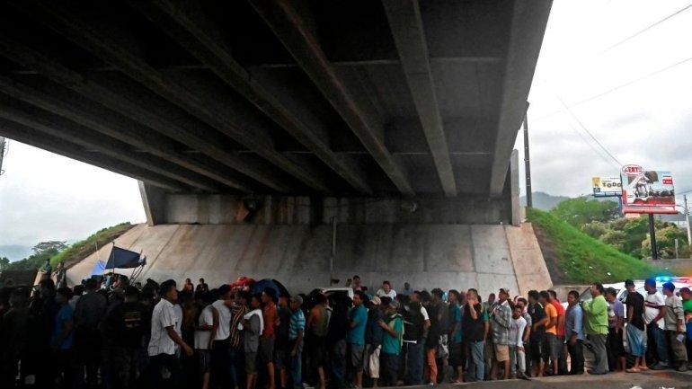Several people under a bridge in Honduras
