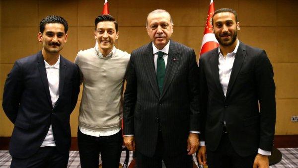 سينك طوسون وأردوغان وأوزيل وغوندوغان