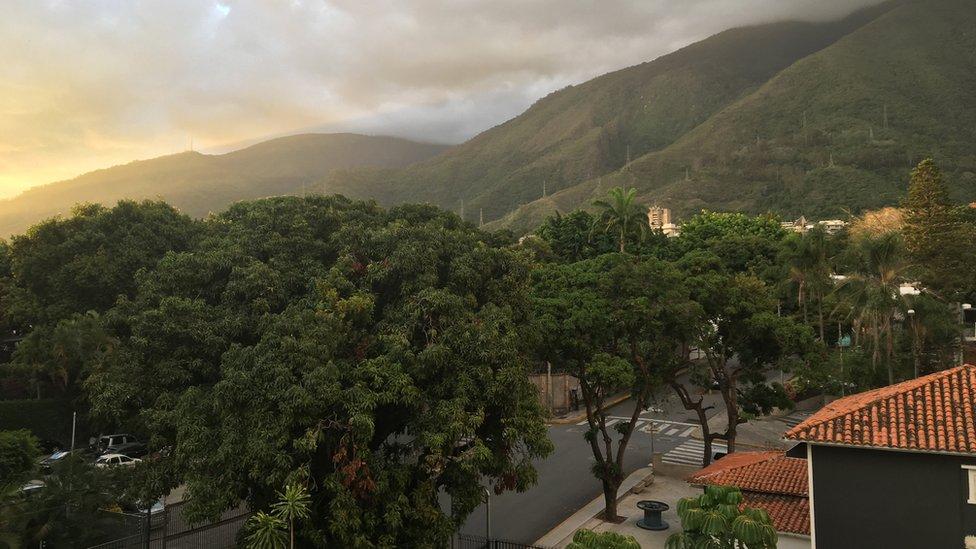 En las calles de la antaño ajetreada Caracas ahora se ve mucha menos gente.