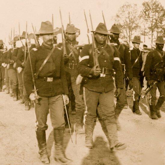 Tropas estadounidenses durante la guerra de independencia de Cuba.