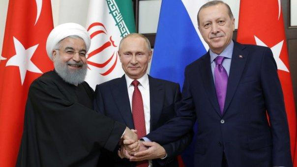 Los presidentes Hassan Rouhani, de Irán, Vladimir Putin de Rusia y Recep Tayyip Erdogan de Turquía en una cumbre en Sochi, 22 de noviembre de 2017