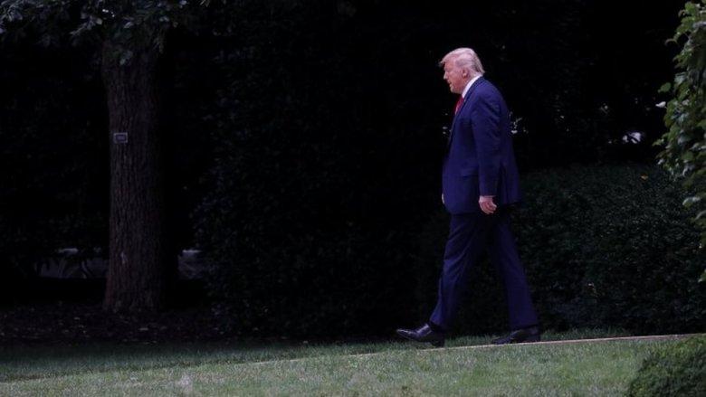 Donald Trump en el jardín presidencial