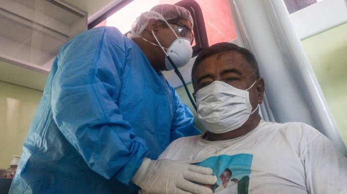 Peru'da bir hasta ve doktor