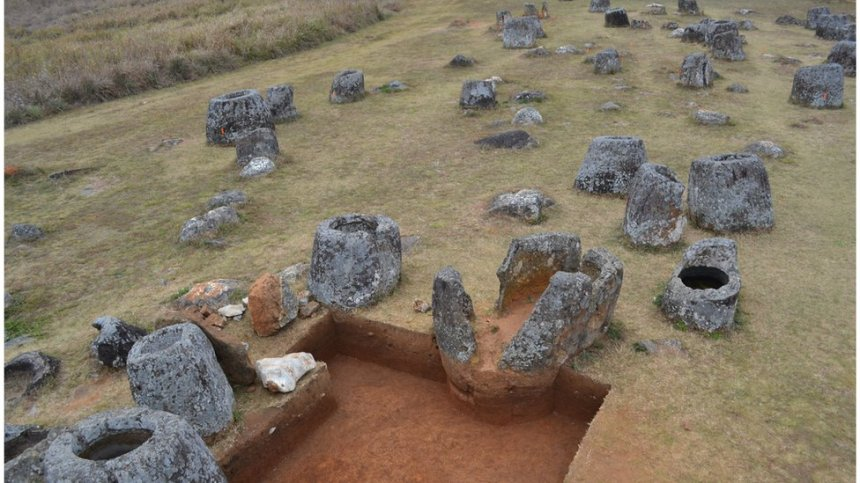Plain of Jars research finds ancient Laos burial rituals - BBC News