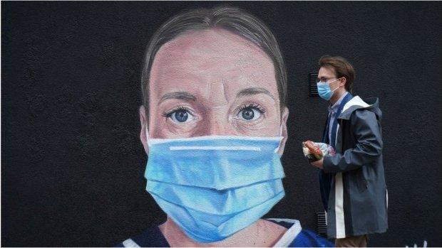Mural of NHS worker