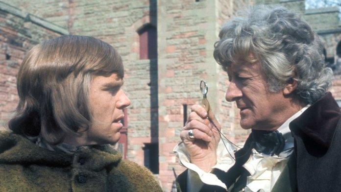 Jeremy Bulloch as Hal and Jon Pertwee as Dr Who in a scene from The Time Warrior