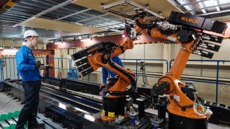 Shimizu probando su robot de construcción, Robo-Buddy