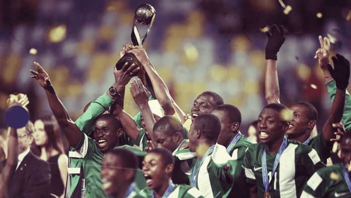The Nigerian team celebrates with the trophy after winning the 2015 FIFA Under-17 World Cup final between Mali and Nigeria at Estadio Sausalito in Chile - November 8, 2015