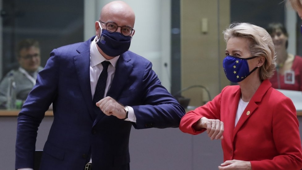 European Council President Charles Michel and European Commission President Ursula von der Leyen (R)