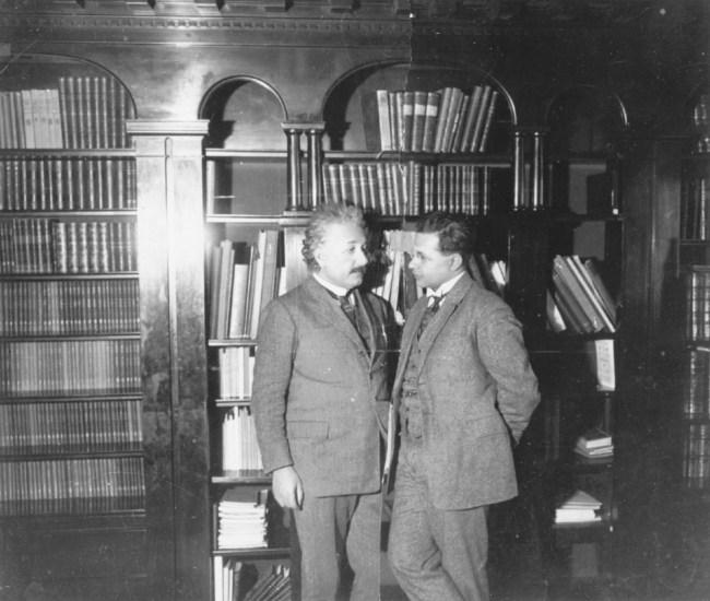 Albert Einstein ve büyük oğlu Hans Albert, 1927