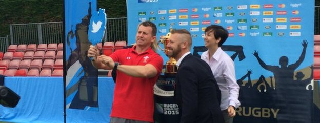 Nigel Owens and co enjoying a selfie!