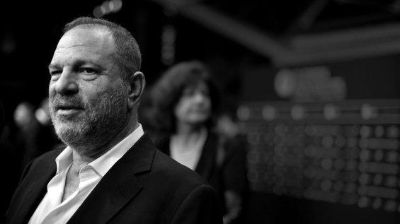 La actual oleada de acusaciones de acoso sexual comenzó con el escándalo en torno al productor de Hollywood Harvey Weinstein, que fue señalado por decenas de mujeres.