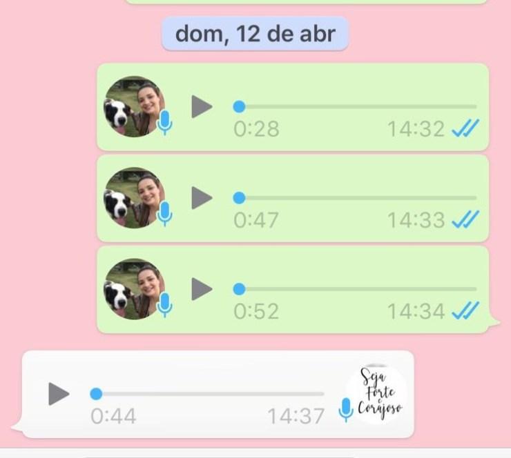 Reprodução de conversa com áudios de WhatsApp