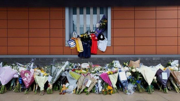 Tributes left outside Croydon Police Station