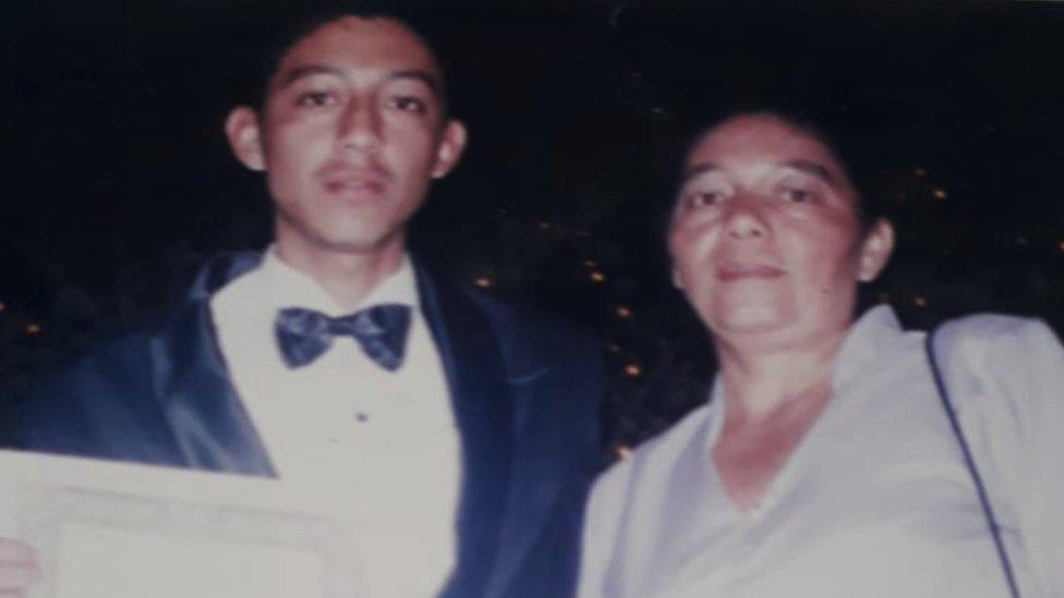 Bertila con su hijo Carlos