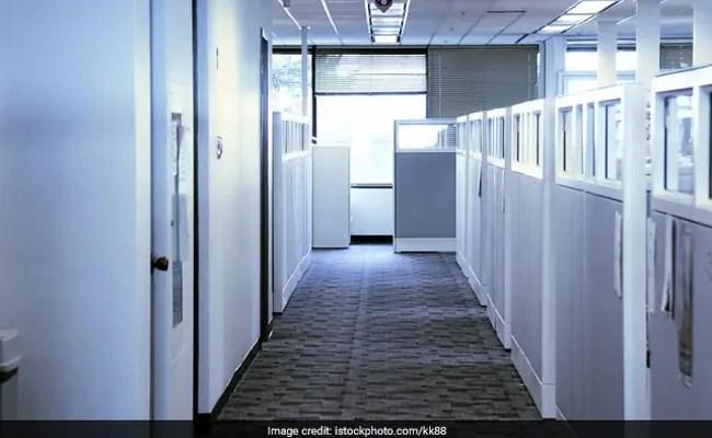कंपित कार्यालय समय, मई-अंत तक 50 प्रति शताब्दी उपस्थिति: सभी विभागों को केंद्र