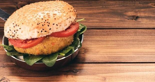 यूके मैन ने नंदो के बर्गर में 'सिर्फ 9 सेंटीमीटर' चिकन पैटी की शिकायत की;  ट्विटर प्रतिक्रिया