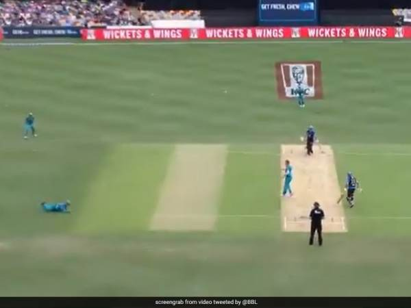 Adelaide Strikers vs Brisbane Heat: AB de Villiers Takes Sharp Catch On Big Bash League Debut. Watch | Cricket News