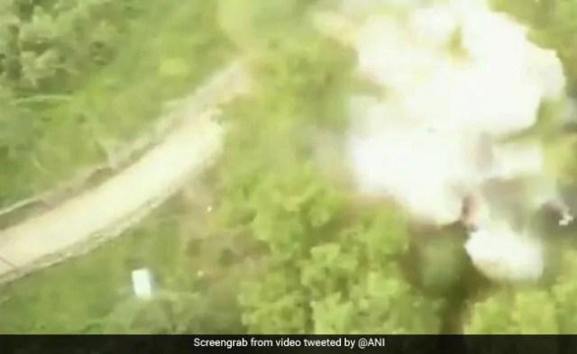 देखें: पुलवामा में आतंकवादी से जब्त विस्फोटक विस्फोट कार