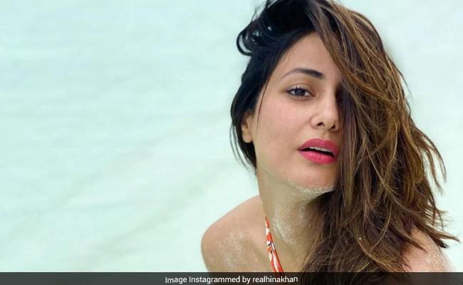 हिना खान की बिकिनी Photos हुईं वायरल, बीच पर मस्ती में पोज देती आईं नजर