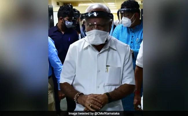 बीएस येदियुरप्पा के 6 स्टाफ मेंबर कोरोना वायरस पॉजिटिव पाए गए है जो की अभी हॉस्पिटल में भर्ती है
