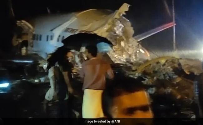 184 ऑन बोर्ड के साथ केरल में एयर इंडिया एक्सप्रेस प्लेन स्काइड ऑफ रनवे;  पायलट डेड,