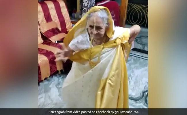 93 साल की दादी ने किया 'आंख मारे...' पर जबरदस्त डांस, ठुमके देख लोग मारने लगे सीटियां... देखें Video