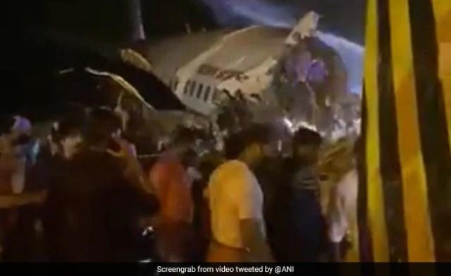एयर इंडिया 737 ओवरशूट रनवे, लैंड करने की कोशिश में टूट गया