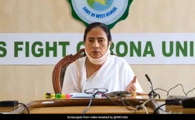 दुर्गा पूजा के दौरान नहीं होना चाहिए कोरोना नियमों का उल्लंघन : CM ममता बनर्जी