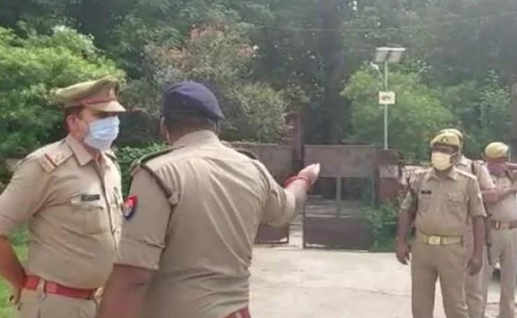 UP में 13 वर्षीय लड़की के साथ हैवानियत, पुलिस ने आंखें बाहर निकलने और जीभ काटने की बात को किया खारिज