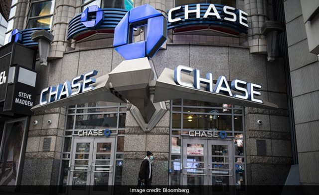 Some JPMorgan Workers Improperly Pocketed Covid-Relief Funds