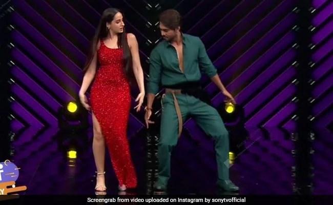 Nora Fatehi ने रेड गाउन में इस अंदाज में किया डांस, Video हुआ वायरल