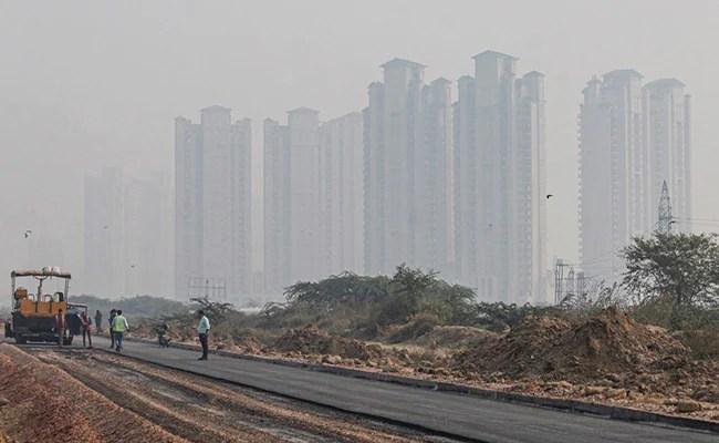 Coronavirus Cases On The Rise In Gurugram, Noida As Pollution Gets Worse