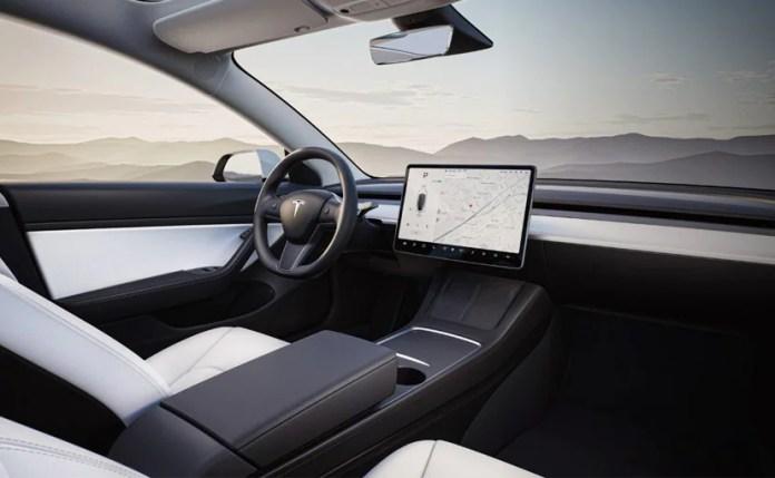 Tesla CarPlay या Android Auto का समर्थन नहीं करता है