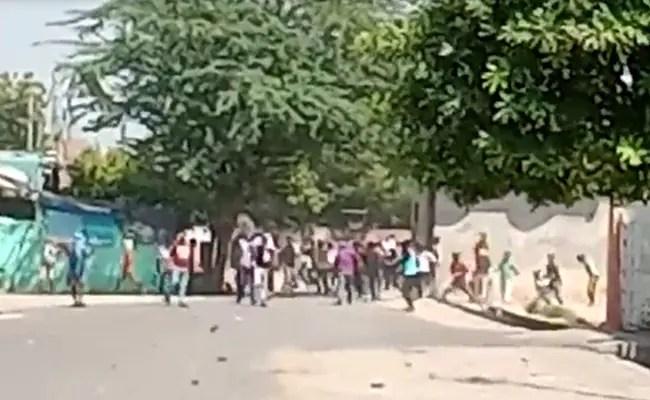 आगरा में पुलिस के रूप में पत्थर फेंके गए, प्रदर्शनकारियों ने हाथरस की घटना को लेकर संघर्ष किया