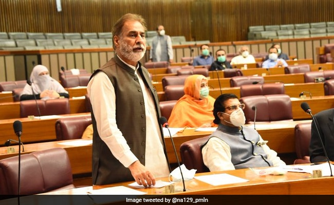 अभिनंदन पर टिप्पणी करने वाले नेता पर देशद्रोह का केस दर्ज करने पर विचार कर रहा है पाकिस्तान